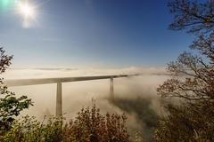 Moseltalnebel (www.carstenvulpius.de) Tags: variotessartfe41635 sonne nebel sony zeiss ndfilter mosel moseltalbrcke winningen koblenz rlp fog tal brcke bridge
