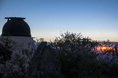 Observando o pr-do-sol (Centim) Tags: cidade minasgerais brasil nikon foto br interior paisagem mg prdosol fotografia serra morro montanha estado crepsculo serradapiedade pas sudeste d90 observatrio caet crepsculovespertino caetmg