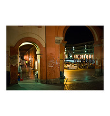 Crdoba, 2014 (Jordan | Photo) Tags: street plaza light man color luz night square noche calle arch streetphotography jordan arco hombre leicam typ240