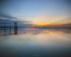 ::r.a.y.o.f.l.i.f.e:: (Zawawi Isa) Tags: seascape beach horizontal ray jetty horizon jeram selangor oldjetty rayoflights