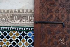 Detalles de la Alhambra (Marta Jimenez) Tags: espaa spain puerta andalucia alhambra granada contraste detalles azulejos porton arabes inscripciones arbicas