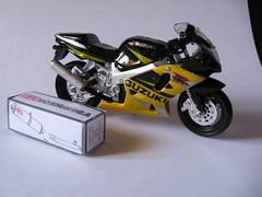 Suzuki GSX-R 600 2001 (FSV-2009) Tags: 2001 scale bike toy 1 escape performance motorbike 600 moto suzuki 18 yoshi exhaust suzi gsxr 118 motocicleta maisto jardine escala 600r yoshimura gixxer r600 echappement escarico