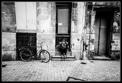 La pierre (Maestr!0_0!) Tags: street people urban white black bike xpro noir fuji pierre candid bordeaux porte rue blanc velo gens urbain