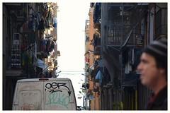 El arte de observar (albertpuiggrosvega) Tags: barcelona street city sky streetart streets luz clouds graffiti nikon bcn ciudad cielo barceloneta nubes ban citizen ropa furgoneta calles seales tendida condal peaton ciudadcondal deepbcn d7100