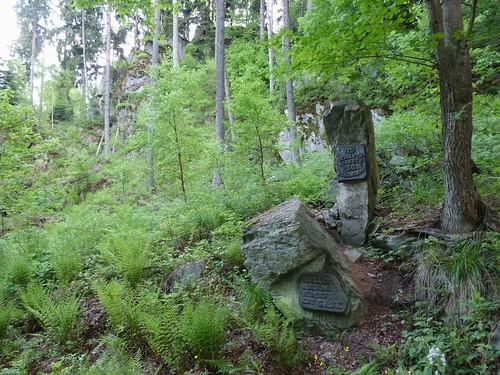 Pomnik Psa Myśliwskiego w Skalnym Wąwozie