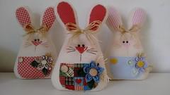 Coelhos enfeite (Ka Comelli) Tags: arte artesanato páscoa feltro coelho decoração feitoamão enfeiteporta