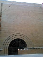 (sftrajan) Tags: cameraphone sanfrancisco california building brick ladrillo architecture arquitectura downtown franklloydwright brique architektur btiment gebude edifice ziegel  maidenlane mattone