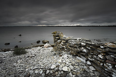 Stone wall - Fr (- David Olsson -) Tags: longexposure seascape nature water june juni landscape nikon rocks cloudy sweden outdoor stones gray balticsea le stonewall gotland fx grad midday vr fr stersjn d800 1635 ndfilter blackglass 1635mm gnd 2013 leefilters lenr bigstopper davidolsson 06hard 1635vr