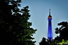 La tour Eiffel se teinte de bleu (La Pom ) Tags: paris rouge nice tour nation eiffel bleu hommage dame blanc fer drapeau tricolore victimes attentats