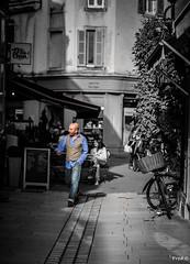 Marcher d'un bon pas (Frd.C) Tags: bourgogne man class france french blue men homme beaune burgundy canon eos 5d shoot lens black white jacket style fashion pav rue street vie life