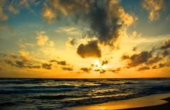 hidden behind the clouds (Beginner1970) Tags: meer nikon sonne sun wolken urlaub 2016 sri lanka natur