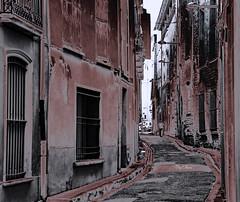 la petite rue - the small street (serial n N6MAA10816) Tags: rue street desaturation noir rouge black red