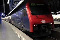 SLMNr 5691 : SBB Lokomotive Re 450 095 - 5 mit Taufname Wasterkingen mit ZVV - Zürcher S-Bahn Doppelstockzug am Bahnhof Zürich HB im Kanton Zürich in der Schweiz (chrchr_75) Tags: chriguhurnibluemailch christoph hurni schweiz suisse switzerland svizzera suissa swiss chrchr chrchr75 chrigu chriguhurni 1501 januar 2015 schweizer bahnen eisenbahn bahn train treno zug albumbahnenderschweiz albumbahnenderschweiz201516 chrighurni albumzzz201501januar januar2015 albumsbblokomotivere450 re450 zvv dosto doppelstöcker schweizerische bundesbahn bundesbahnen sbb cff ffs juna zoug trainen tog tren поезд lokomotive паровоз locomotora lok lokomotiv locomotief locomotiva locomotive railway rautatie chemin de fer ferrovia 鉄道 spoorweg железнодорожный centralstation ferroviaria albumbahnslmschweizerischelokomotivundmaschinenfabrikwinterthur slm slmnr