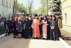 38. Архим. Арсений с братией на радоницу 1998 г