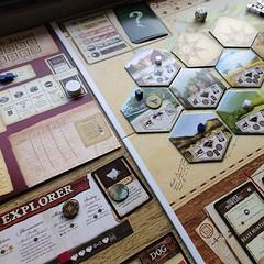 Robinson Crusoe - เกมเรือแตกติดเกาะที่ชอบมาก แม้เป็นเกมช่วยกันเล่นซึ่งเป็นแนวที่ไม่ชิน (เพราะถูกเพื่อนกลั่นแกล้งหลอกลวงในเกมอื่นๆ จนชิน 55) เป้าหมายขึ้นอยู่ก้บเรื่องราวที่เลือกก่อนเล่น ซึ่งมีทั้งหมด 10 เรื่อง ตั้งแต่ต้องก่อไฟประทังชีวิต จนถึงปักหลักก่อร่า