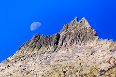 Rocky moon (Ralph Apeldoorn) Tags: moon alps schweiz switzerland swiss bern alpen zwitserland maan grimselpass guttannen