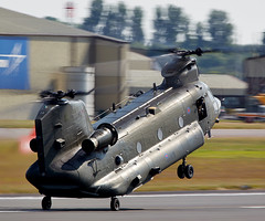 Chinook (Bernie Condon) Tags: tattoo plane flying display aircraft aviation military transport cargo assault airshow boeing chinook ffd helecopter fairford 2014 riat ch47 airtattoo riat14