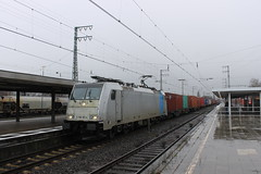 E-loc 186 181-4(Emmerich 21-2-2015) (Ronnie Venhorst) Tags: railroad train canon deutschland eos rebel br d eisenbahn rail railway zug cargo container 186 ms loc mm t3 80 bahn 91 trein spoor duitsland deutsche 1100 spoorwegen 181 bombardier lok treinen traxx spoorweg 1814 nederlandse 2015 rtb melzo emmerich elok 6186 1435 eloc baureihe f140 emmerik goederentrein 1100d materieel rurtalbahn containertrein br186 railpool eos1100d spoormaterieel eos1100 boboel drpool