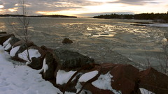 A December afternoon view to the sea (Lilla Bod, Espoo, 20141231) (RainoL) Tags: winter sea espoo finland geotagged december balticsea u fin seashore 2014 uusimaa nyland esbo suvisaaristo sommararna 201412 20141231 geo:lat=6011679657 geo:lon=2473723590 lillabod