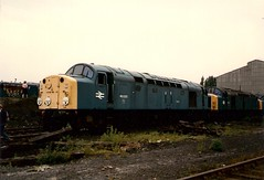 40020, Crewe Works (JH Stokes) Tags: photography scans transport tracks trains scanned 1986 scrap railways trainspotting locomotives withdrawn diesellocomotives class40 40020 creweworks scrapline mauricefell