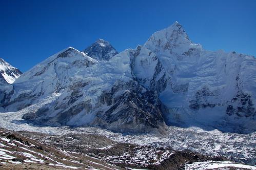"Everest Base Camp - Everes i Lhotse widziane z Kala Pathar <a style=""margin-left:10px; font-size:0.8em;"" href=""http://www.flickr.com/photos/125852101@N02/16356108567/"" target=""_blank"">@flickr</a>"