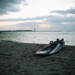 Sailboard (TAT_hase!) Tags: sea film kodak c hasselblad portra  sailboard planar tokoname 160 80mm carlzeiss  503cxi