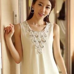 ว้าว!วาเลนไทน์สวยชัวร์ขอ เสื้อชีฟอง แฟชั่นเกาหลีแต่งกลิ้ตเตอร์ลายหางนกยูงหรูใหม่ นำเข้า ไซส์XL สีขาว - พร้อมส่งTJ7389 ราคา1100บาท เสื้อแขนกุดทีเชิ้ตแฟชั่นแขนกุดผ้าชีฟองด้านหลังเป็นผ้าคอตตอนยืดหยุ่นแฟชั่นสดใสน่ารักสวยเก๋ไม่ซ้ำใครสวยงามพร้อมส่งเลือกสวยทุกสไ