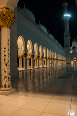 Sheik Zayed Grand Mosque - Abu Dhabi - 9 (coopertje) Tags: architecture evening gulf nightshot mosque emirates abudhabi unitedarabemirates grandmosque moskee sheikzayed sheikzayedgrandmosque