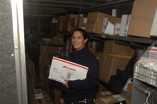 Female Purolator Worker / Travailleuse de Purolator