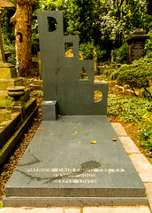 27-Highgate Cemetery East - Patrick Caulfield's Dead (1 of 1) (md2399photos) Tags: 11aug16 dickwhittingtonscat highgatecemetery karlmarx london notesonblindness stpancras themeetingplacebypaulday