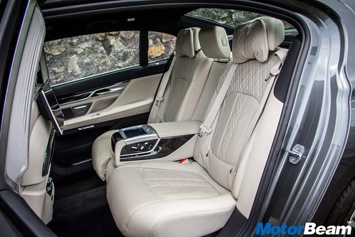 2016-BMW-7-Series-16