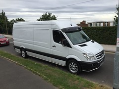 Mercedes Sprinter 313 CDI (Paul.Bevan) Tags: aldridge whitevan man expresslighthaulage paulbevan lilly streetview school grass footpath sidewalk tree cloudysky sprintervan parkedup sunvisor brabus leds sidebar frontbar kelsa jimbars lwb 313