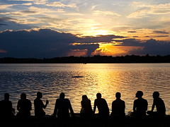 shiny happy people (koaxial) Tags: p7287469ajpg koaxial simsee people silhouette lake water reflection sky wasser himmel sunset sonnenuntergang watching sitting relaxed entspannt feierabend