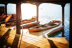 Sunset boats (Zimeoni) Tags: lake bled slovenia sunset colors golden hour water sunshine rays