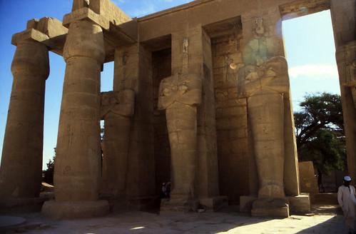 "Ägypten 1999 (428) Theben West: Ramsesseum • <a style=""font-size:0.8em;"" href=""http://www.flickr.com/photos/69570948@N04/29570215142/"" target=""_blank"">View on Flickr</a>"