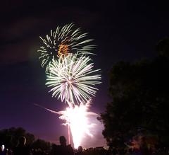 (timothy.crummitt) Tags: timothymcrummitt nikond7000 nikon nikond7000dslr nikondslrd7000 18105mm 18105mmvrlens 18105mmf35f56vr 18105 fireworks