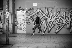 Alfredo Ayuso (A.Ayuso) Tags: blanconegro callejeros espaa flickr madrid noiretblanc schwarzweiss strase street thewaytothestreets urbana spain streetphotography streetphoto streetshot streetshoot strasse streetphotgraphy nikon candidphoto candid callejeando calle bwstreetphotography