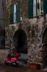 Toirano (02) (Pier Romano) Tags: toirano savona liguria entroterra riviera ligure vespa piaggio borgo antico paese old town
