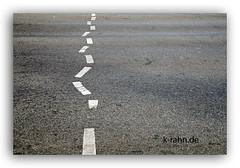 strassenstrich (K.Rahn) Tags: antrieb asphalt boden bden closeup diagonale froh gefahr gerade grenzen hintergrund konzept licht linie malen marker oberflche rau reisen routen sonnenlicht stadt strase strasen strasenrand streife textur way weis zeichen berschrift