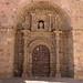 Igrejas com pórticos entalhados em pedra