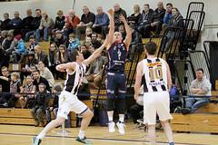 KR vs Keflavk (David Eldur) Tags: game basketball ball iceland reykjavik dominos kr keflavik reykjavk league sland dhl leikur keflavk vesturbr karfa karfanis dhlhllin deild knattspyrnuflagreykjavkur krfuknattleikur karfan dhlhsi