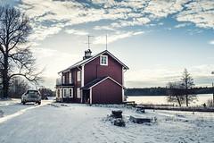 Dalarna (Claes Pettersson) Tags: winter house snow volvo sweden redhouse sverige dalarna hedemora volvoxc60 spjutbo