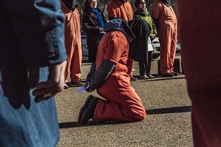 WH Detainee Kneel