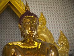 Thailand 2015 - Bangkok (Helmut44) Tags: statue thailand gold bangkok buddha hauptstadt kingdom wat wattraimit knigreich monarchie  heiligtum landdeslchelns   tempeldesgoldenenbuddha