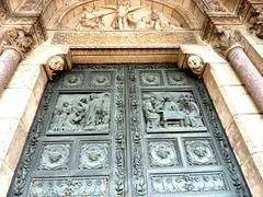 Porte d'entrée du Sacré-Coeur (MarySloA) Tags: door city paris france church monument europe montmartre coeur porte église ville sacré basilique