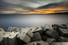 Sunset sur la Baie des Anges, Nice. (Dany-de-Nice) Tags: longexposure sunset sea sky mer france color colour clouds coast seaside nice twilight riviera cte ciel block cote bloc nuages 06 crpuscule dike couleur coucherdesoleil breakwater 6d digue mditerrane alpesmaritimes baiedesanges 1635mm borddemer poselongue soleilcouchant nd1000 briselames