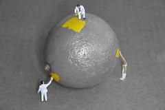 Slinkachu (Daz Bee) Tags: people lemon little painters h0 slinkachu
