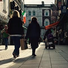 Ar an tsrid i gCorcaigh (Rhisiart Hincks) Tags:   eoraip roinnerpa ewrop europe straed srid street ireland irinn iwerzhon iwerddon ire cork corc corcaigh eirinn rija iwezhon irlanda   rorszg airija  shops dendak stalio bithean