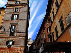 Callejn del cielo (Orzaez212) Tags: street color roma calle arquitectura alley europa downtown italia outdoor centro ciudad olympus ventanas urbano effect antiguo arquitecture filtro europeonflickr flickrtravelaward