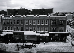 from queens to manhattan (-{ ThusOriginal }-) Tags: bw blackandwhite building car city dig digital grd3 grdiii monochrome newyork nyc people queens ricoh snow street thusihaveseen winter thusoriginal